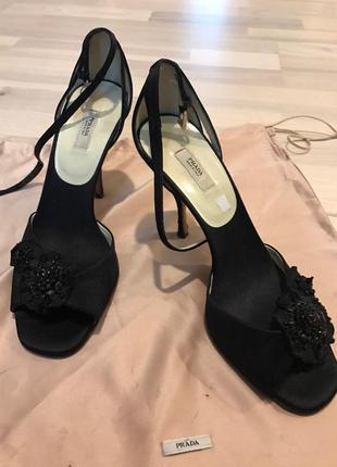 Prada италия оригинал черные атласные дизайнерские босоножки размер 38
