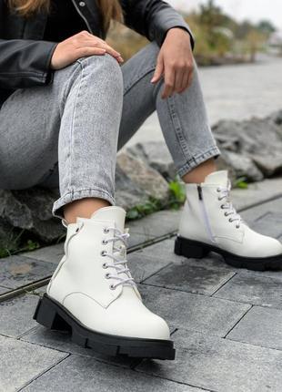 Женские белые ботинки на осень / зиму