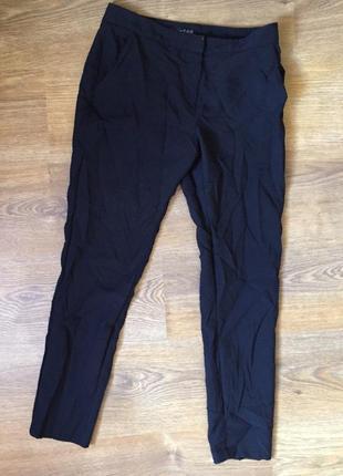 Чорні класичні штани, є 1 не помітний недолік в ціну врахований, пом'ятий ефект