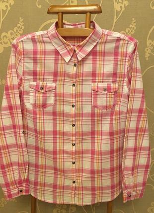 Очень красивая и стильная брендовая рубашка в клетку..100% коттон.