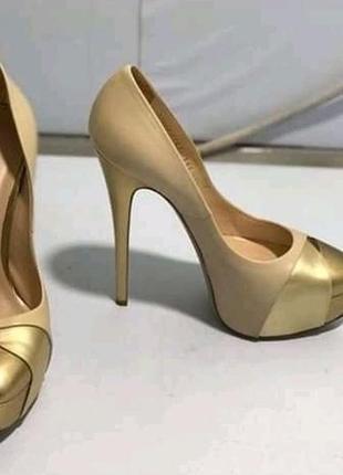 Фірмові туфлі