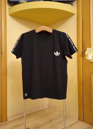 Мужская футболка essential embroidered logoadidas originals
