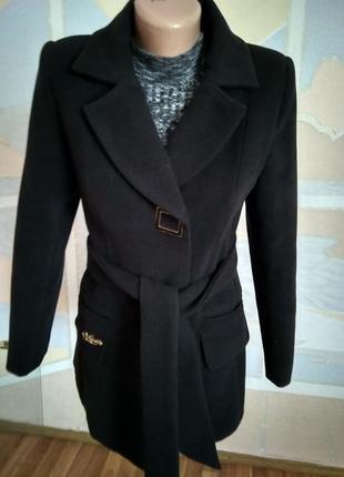 Пальто черного цвета 42 размер