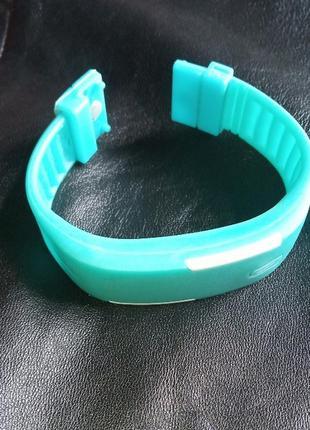 Подарок-браслет силиконовый, часы электронные детские