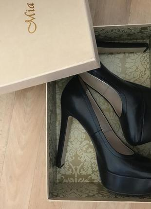 Чёрные туфли на каблуке
