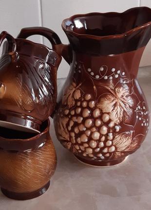 Кувшин з чашками