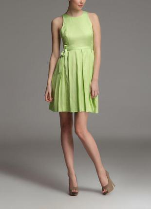 Зеленое свободное летнее платье с поясом