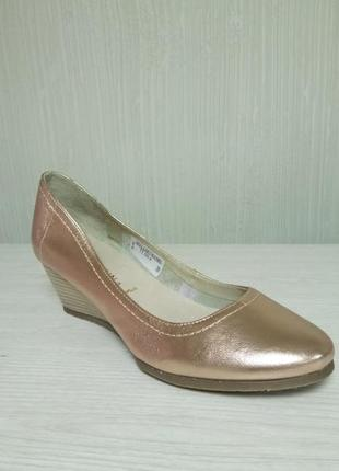San marina. кожаные золотые туфли