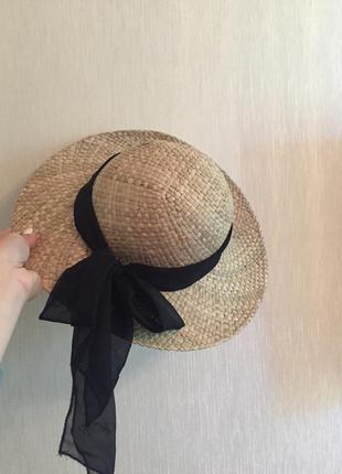 Пляжная соломенная шляпка