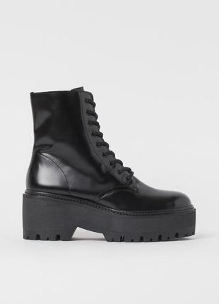 Высокие кожаные ботинки на грубой подошве
