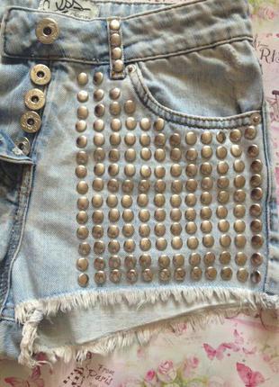 Рваные, потертые, крутые шорты с заклепками /xxs/xs
