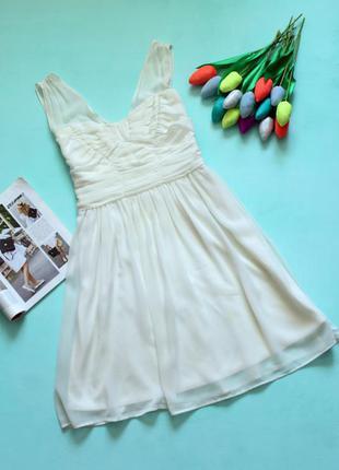 Нарядное платье молочного цвета