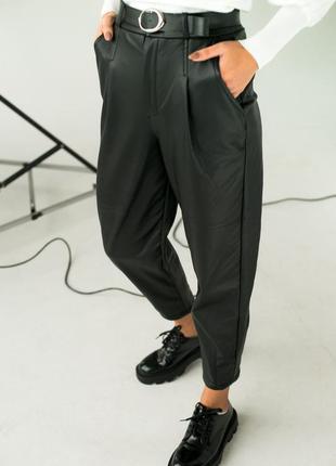 Теплые кожаные брюки с защипами