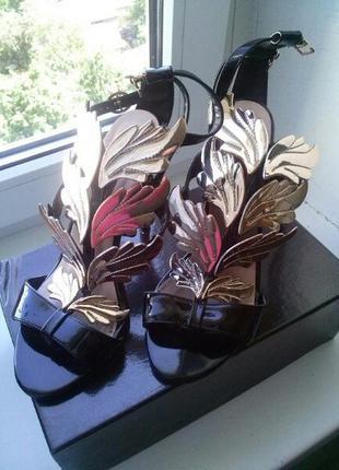 Обалденные кожаные босоножки бренда arirossa