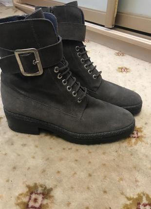 Стильные замшевые ботинки humat