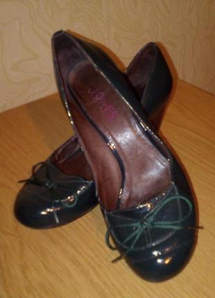 Лакированные туфельки с бантиком