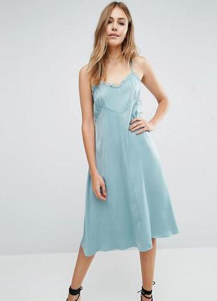 Стильное платье в бельевом стиле