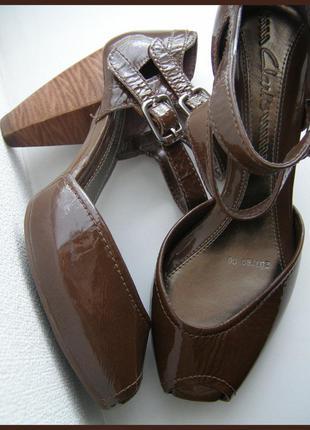 Vip роскошные кожаные босоножки - 100% натуральная лакированная кожа -новые- 37 – clarks