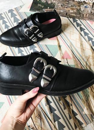 Стильные туфли лоферы ботинки красивые туфли