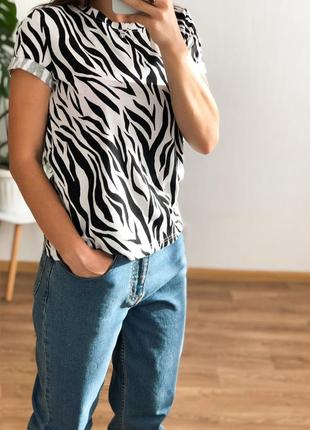 Трикотажная футболка в животный принт,sale%%%