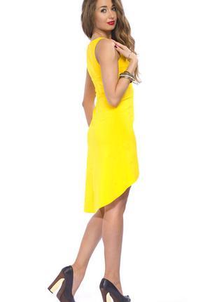 Асимметричное яркое платье
