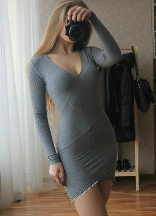 Мини платье в рубчик по фигуре с декольте с ассиметричным низом bershka zara asos