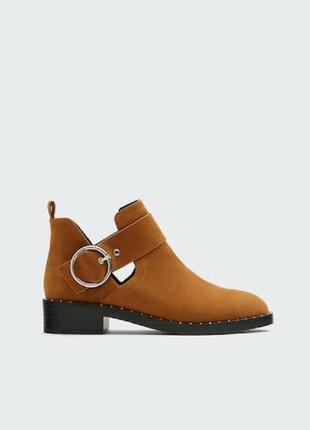 Коричневые ботильони ботинки челси с пряжкой и разрезами pull&bear
