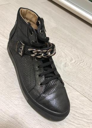 Кожаные кроссовки размер 38