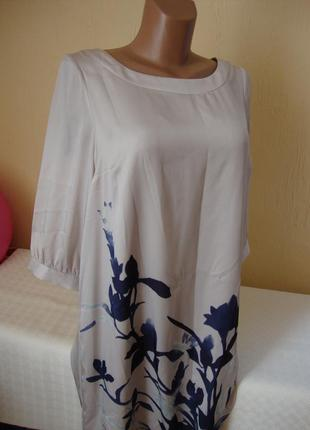 Стильна сукня із композицією