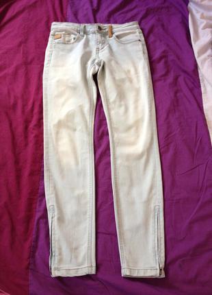 Светлые джинсы скинии с молнией 26 р. s-m amisu идеальные ускачи коттоновые