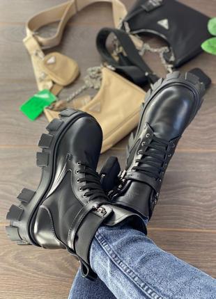 Фирменные зимние ботинки prada