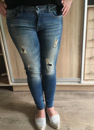 Новые джинсы скини bershka рваные с замочками дырами zara