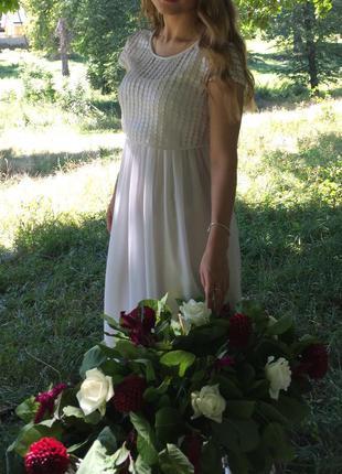 Белое легкое платье. идеально на выпускной,свадьбу