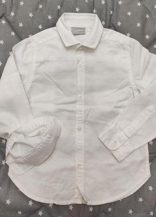 Біла сорочка для хлопчика 4-х років.