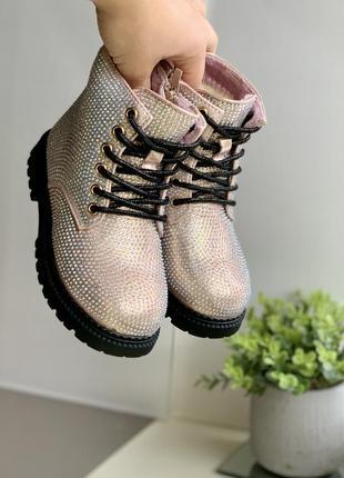 Зимние пудровые тимбы-ботинки в стразах