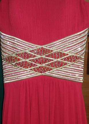 Вечірня сукня червоного кольору