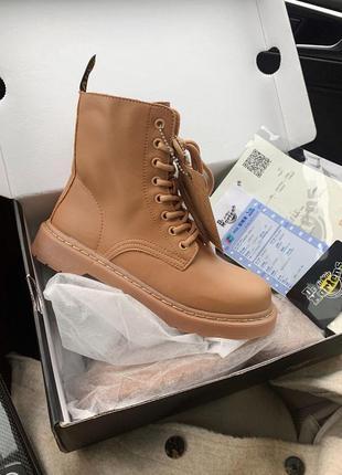 Шикарные кожаные осенние ботинки сапоги dr. martens jadon beige на платформе 😍 (без меха)