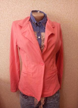 Стильный розовый пиджак жакет