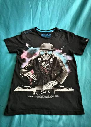 Черная футболка с here & there