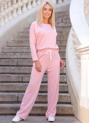 Повседневный костюм худи и широкие брюки розового цвета