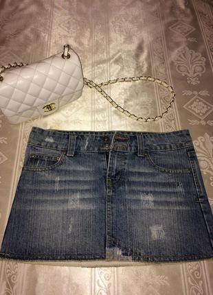 Джинсовая молодежная  юбка с потертостями
