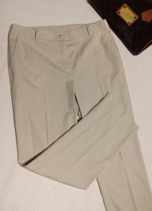 Прямые штаны серовато ванильного цвета, классические крутые штаны