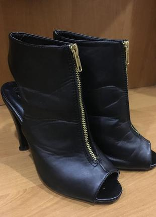 Очень крутые босоножки ботильоны туфли