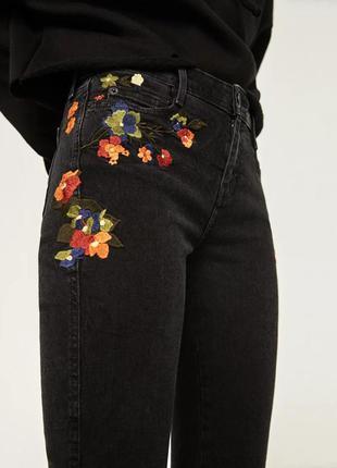 Женские черные джинсы с вышивкой zara