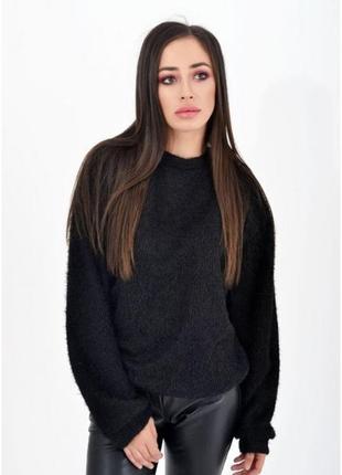 Теплый черный женский свитер с круглым вырезом