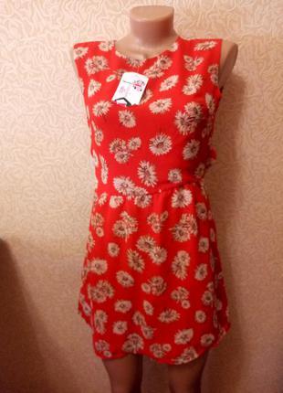 Красное платье с цветами красивая спинка