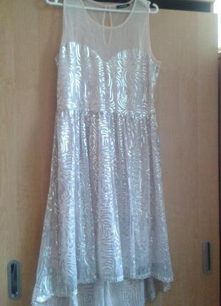 Изящное  платье фирменное