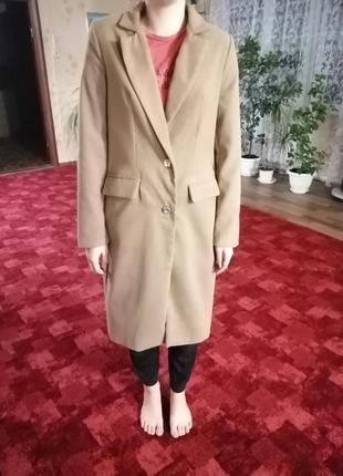 Пальто бежевое. размер м