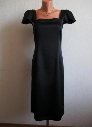 Платье-футляр из плотного черного атласа