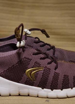 Легчайшие  яркие перфорированные текстильные кроссовки clarks sprint aero англия 33 1/2 р.